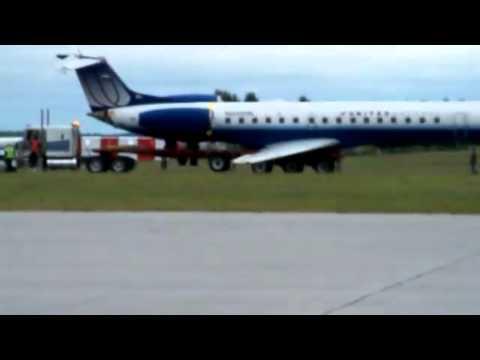 United Express Embraer 145 Skids Off Runway Ottawa Airport - Raw Video