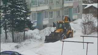 Расчистка дорог от снега в поселке Калашниково, 13.02.2013