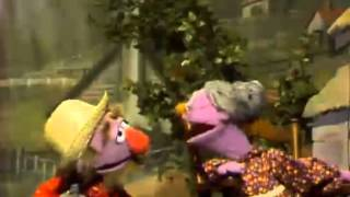 "Classic Sesame Street - Song: ""There's a Hole in the Bucket"""