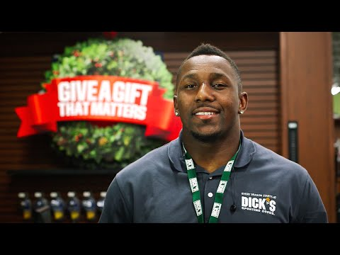 Thomas Davis Surprises Holiday Shoppers