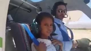 فيديو.. أمير أردني يصطحب طفلة في رحلة جوية فوق البحر الميت