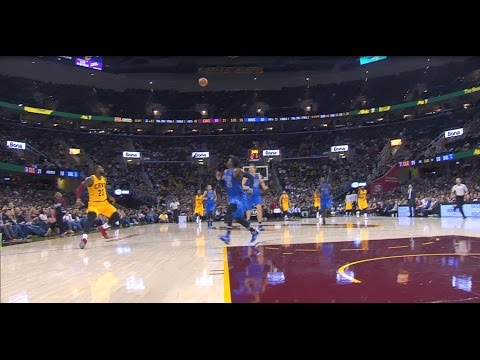 Kevin Love Throws a Touchdown Pass to LeBron James | 11.25.16