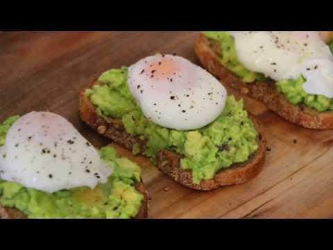 Smashed Avo With Eggs on Toast
