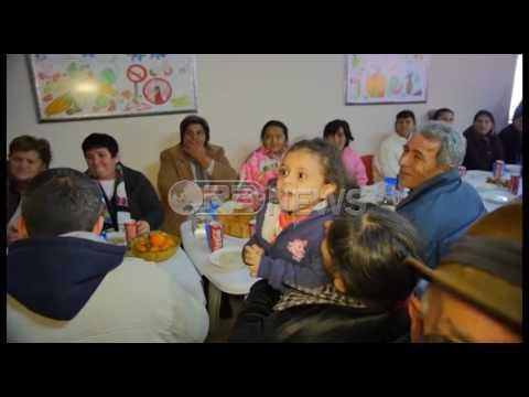 Veliaj dhe Bes Kallaku festojnë Krishtlindjen me të moshuarit në Laprakë