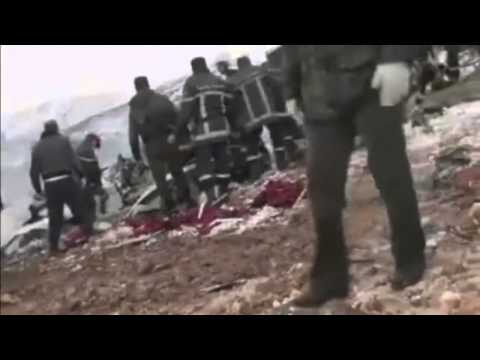 Dramatic plane crash footage  77 people killed after plane crashes into mountain in Algeria