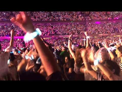 Coldplay live in Chicago 7/23/16 - Sky full of STARS in a Sky full of RAIN