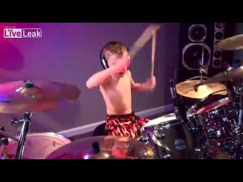 AVERY MOLEK IS GOD(6 years old) enfant jouant comme un dieu -6 ans- batterie-Drum