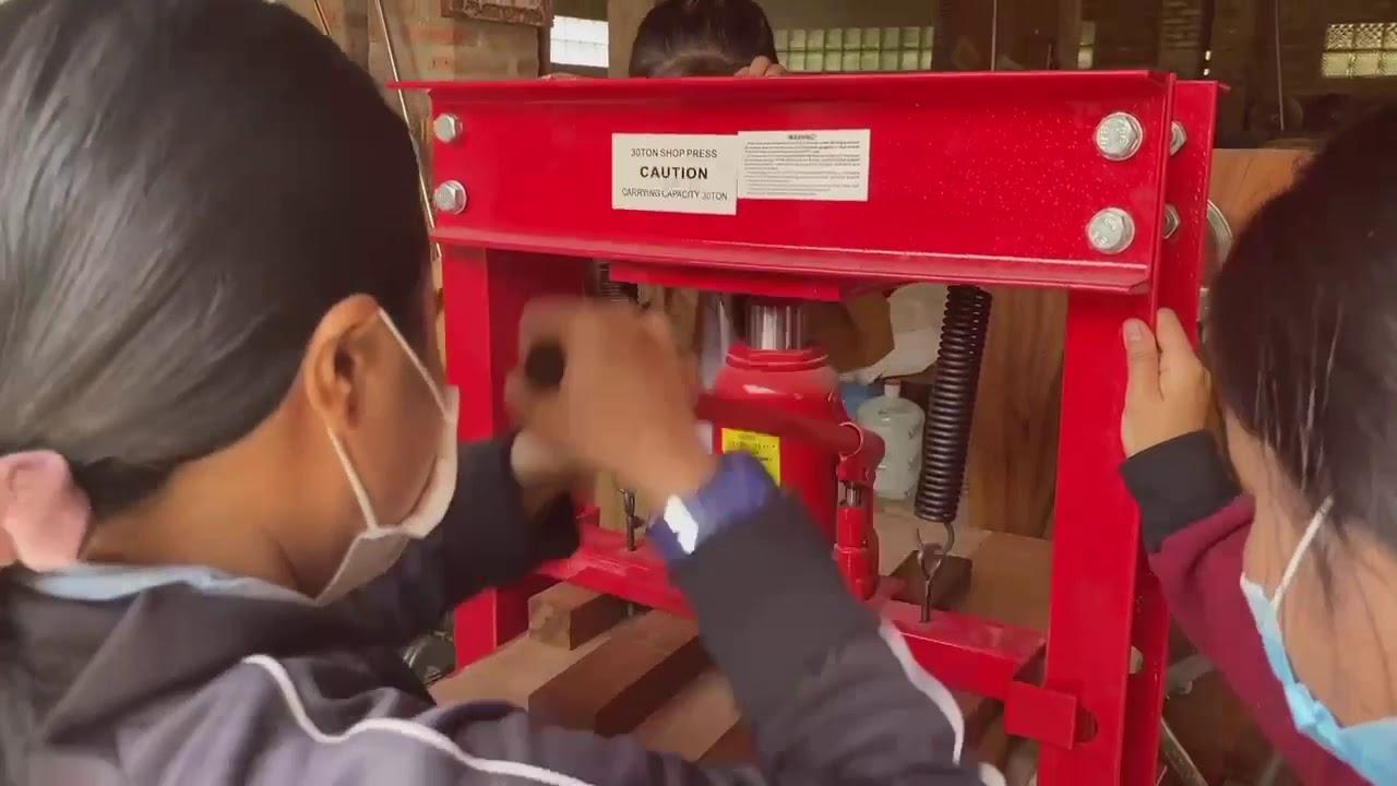 紙から革へ