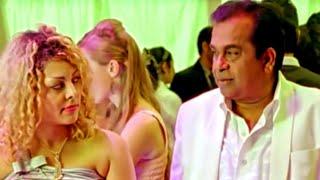 Quando Brahmanandam tenta impressionar as garotas da festa, então veja o que aconteceu