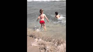 Море, волны и дети(, 2014-09-17T20:56:10.000Z)