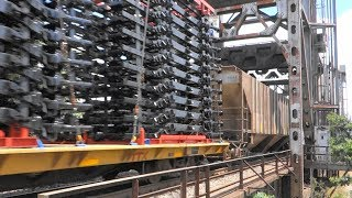 迫力の米国貨物列車(2) 機関車3重連+貨車約130両(ホッパー・タンク・長物・有蓋・無蓋、、)