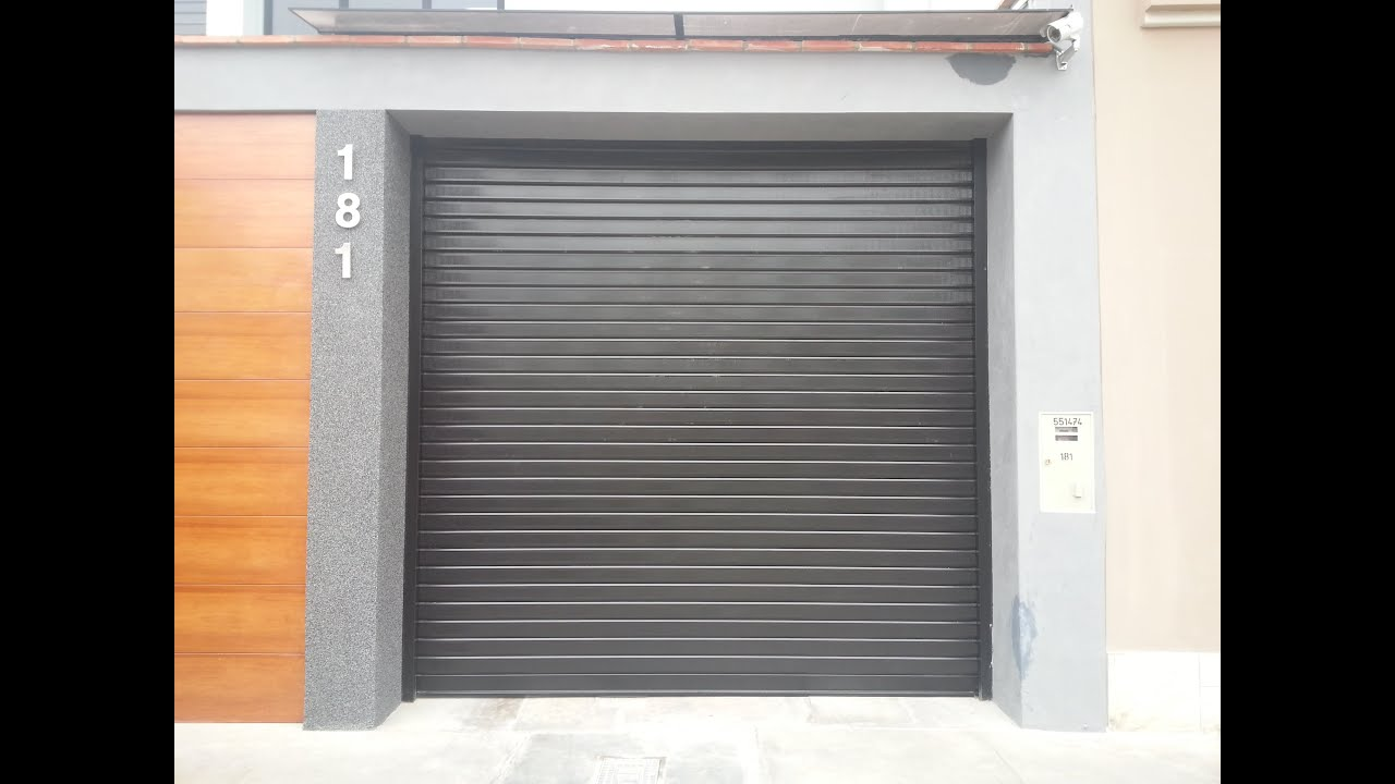Puerta enrollable de garaje a control remoto esmevi for Puertas de garaje precios