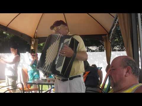 Yankee Doodle Dandy / Grand Old Flag  Roger L'Heureux, accordion