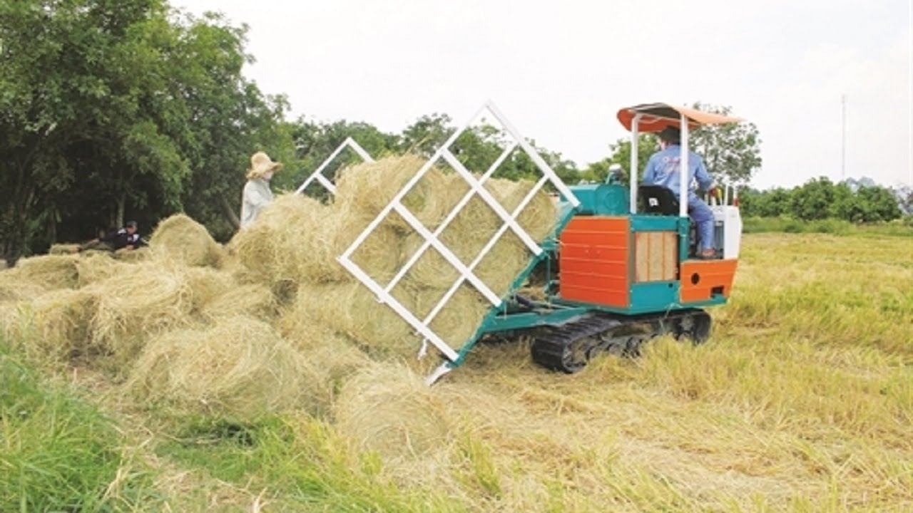 Amazing Homemade Straw Roll Machine of Hard Working Workers Have -trouble running for the first time