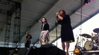 "Secret Sisters sing ""My Heart Skips a Beat"" at Stagecoach"