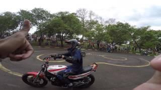 fabinho da hornet rl e wheeling com a rd 350 a famosa viuva negra piloto com a nossa camiseta