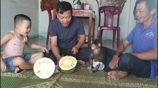 Doo Family Enjoys Jackfruit With Grandparents