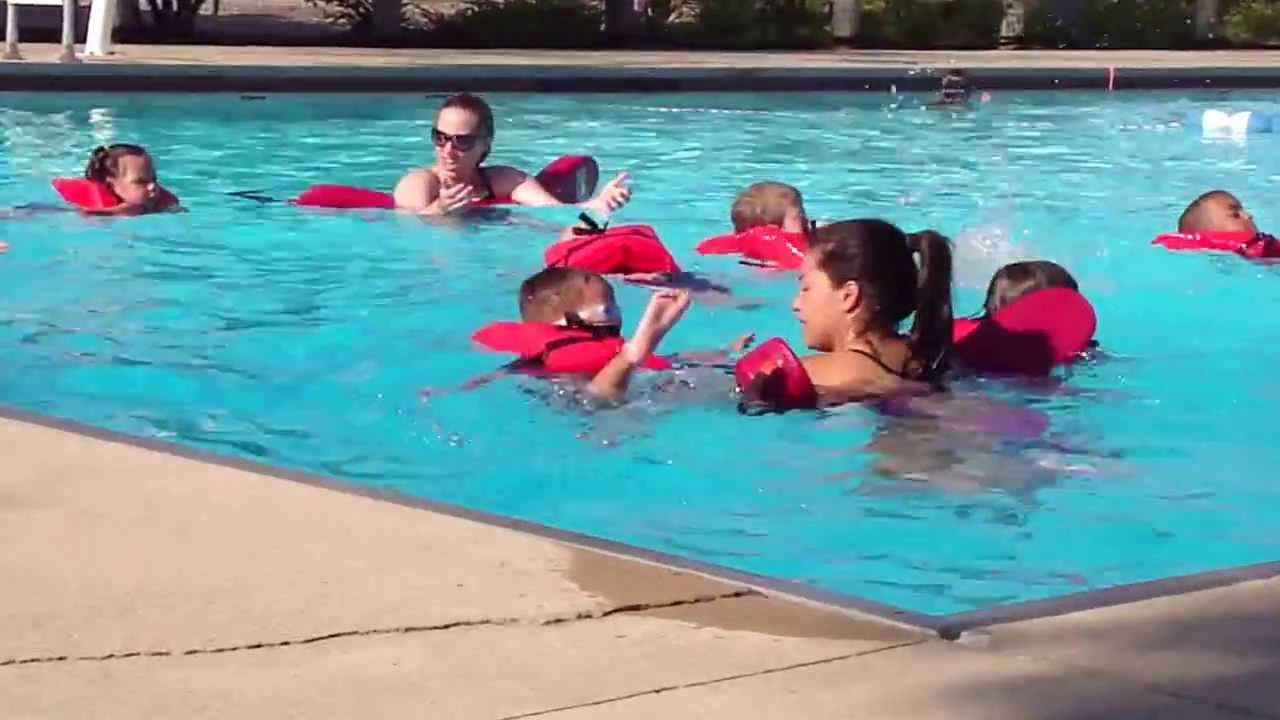 jason with life jacket on in northside pool for swimming lessons 07 10 2012 youtube