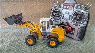RC wheel Loader LIEBHERR gets unboxed and dirty for the first time!