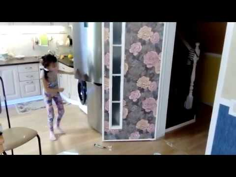 видео: Декор двери. Оклейка двери обоями и декоративными молдингами.