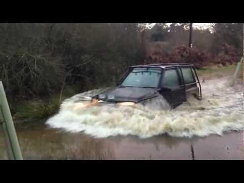 Suzuki Vitara JLX Off Road Water Crossing