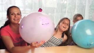 НАДУВАЕМ ОГРОМНЫЕ ВОЗДУШНЫЕ ШАРИКИ. Обзор игрушек и челлендж детский канал Ksenya Joy