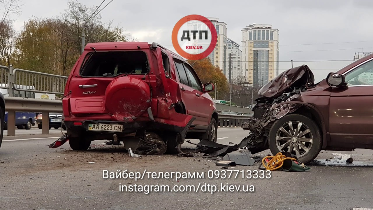 Авария в Киеве на проспекте Победы, где столкнулись две Тойота, пострадали двое детей. Дтп Киев 1.11