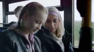 Se Pias bustur gennem byen