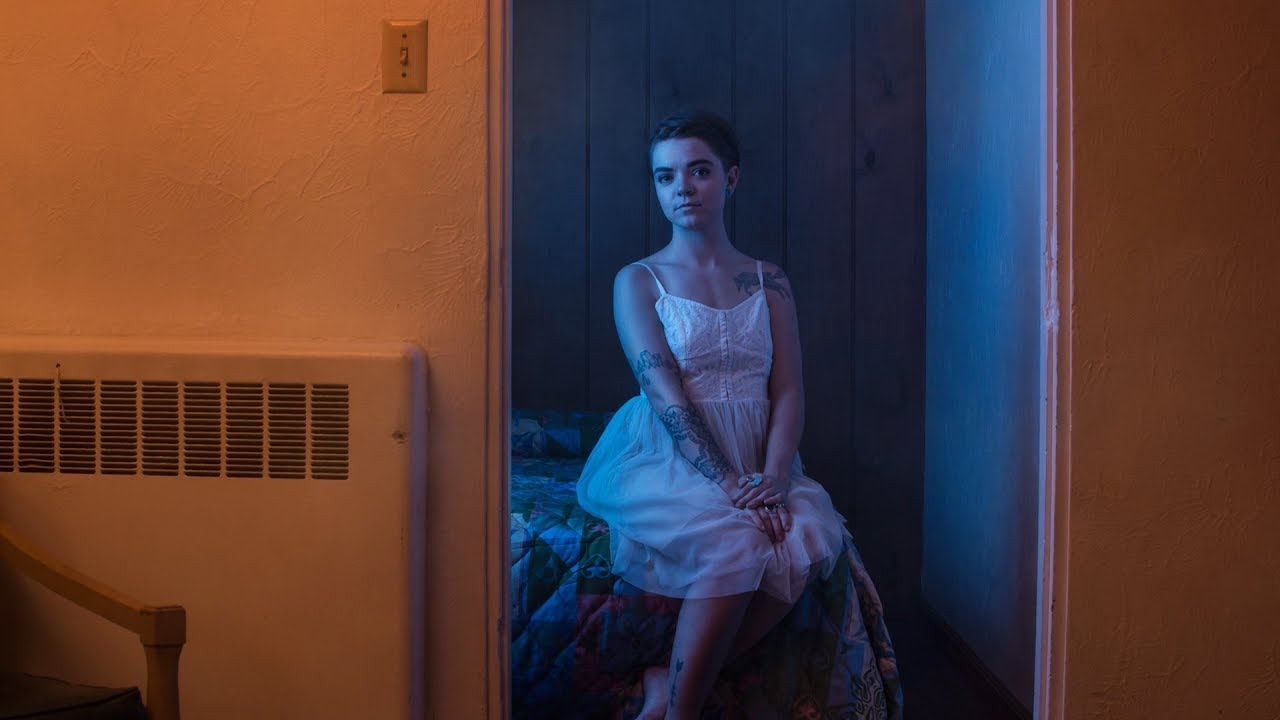 Photographing Cinematic Portraits in a Vintage Hotel Room with Aaron Anderson