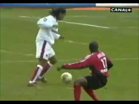 Goal by Ronaldinho against Guingamp - Goal of the year to Ligue 1 - 2003