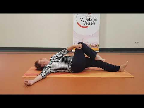 Leonie Konijn, liggende yogaoefeningen