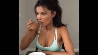 Света Билялова | Сняла новое видео, в котором запачкала грудь