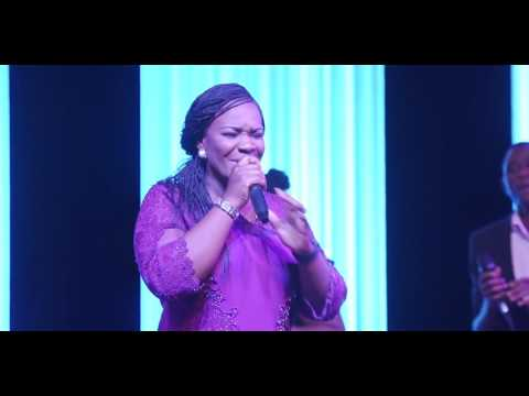 PAT UWAJE-KING : HE'S DONE ME WELL (LIVE MINISTRATION)
