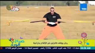 صباح الورد - فيديو لرجل روسي خارق للطبيعة يتمكن من توقف طائرتين من الإقلاع بذراعيه