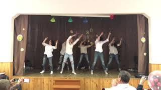 Крутой танец мам! Я мать и я умею танцевать. Харьков, школа 131!!!