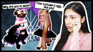 THE BULLY MADE FUN OF MY HALLOWEEN COSTUME! - Roblox - Royale High School