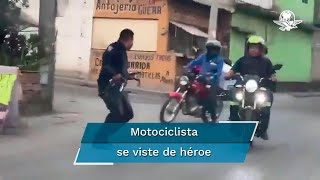 Repartidor ayuda a policía a perseguir ladrones