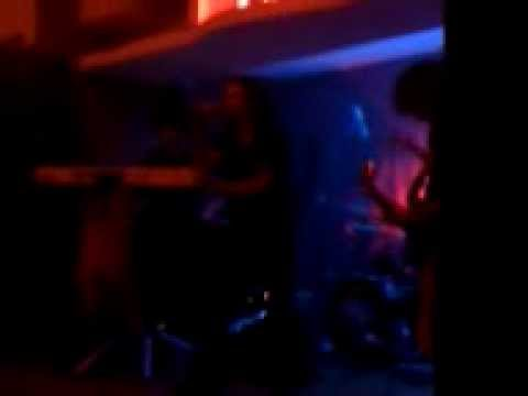 "EUGENT BUSHPEPA SINGING ""THUNDERSTRUCK"" BY AC/DC"