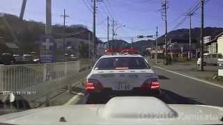 【ドラレコ】目の前のパトカーが逆走車を取り締まり!