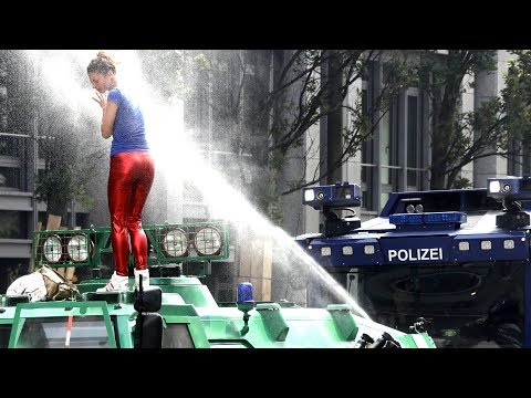 G20 DAY 2: ANTI G20 PROTEST, RIOT POLICE VS PROTESTERS in Hamburg, Germany Protest 7-7-2017 Protests