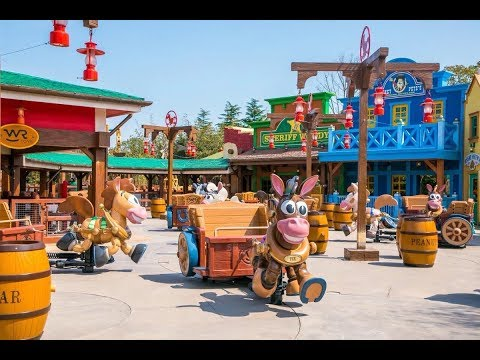 First Video of Shanghai Disneyland Toy Story Land !