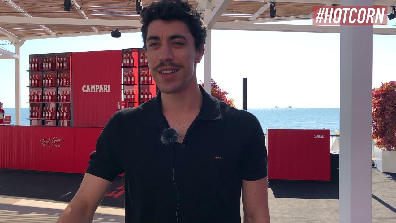 EDUARDO SCARPETTA   Da Qui Rido io a L'amica geniale 3: l'intervista  all'attore al Campari Lounge - YouTube