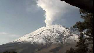 Popocatépetl volcano with dense smoke and small eruption (time-lapse) - May 19, 2011
