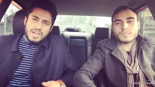 Два парня очень красиво поет в машине
