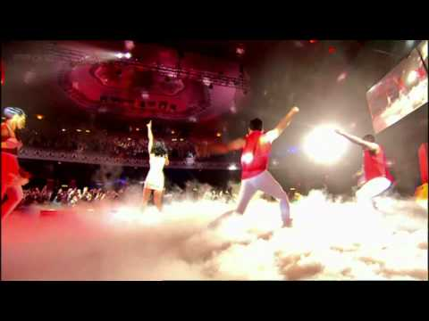 Katy Perry - Firework Live on (TOTP...