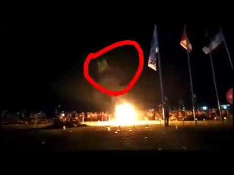 Nyata_Penampakan kuntilanak disaat api unggun menyala..