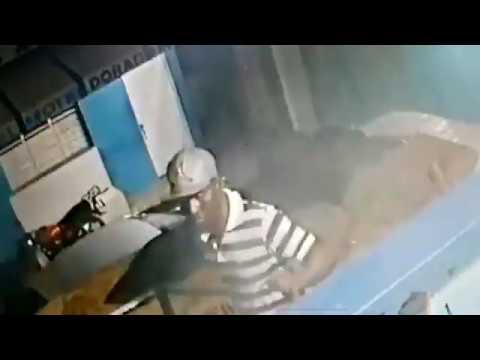 Video: Ladrón penetra a un hotel de Matancitas, Nagua y no se percató de que había cámara.