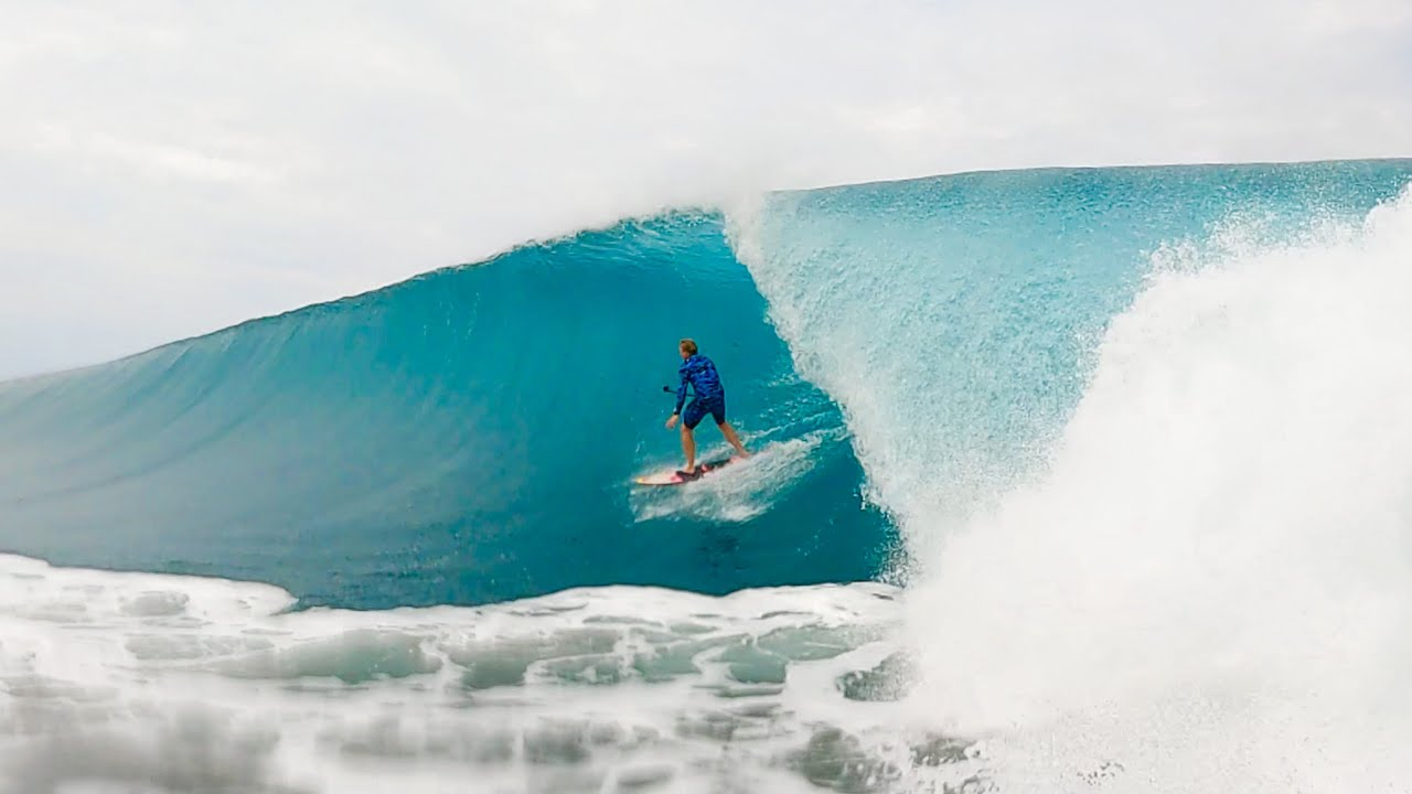 SURFING WITH NO FINS & INFLATABLE SWANS IN MEXICO