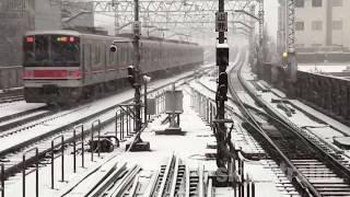 大雪の中走る。東急東横線、目黒線、車両。Japanese train running on the snow. 2018-1.