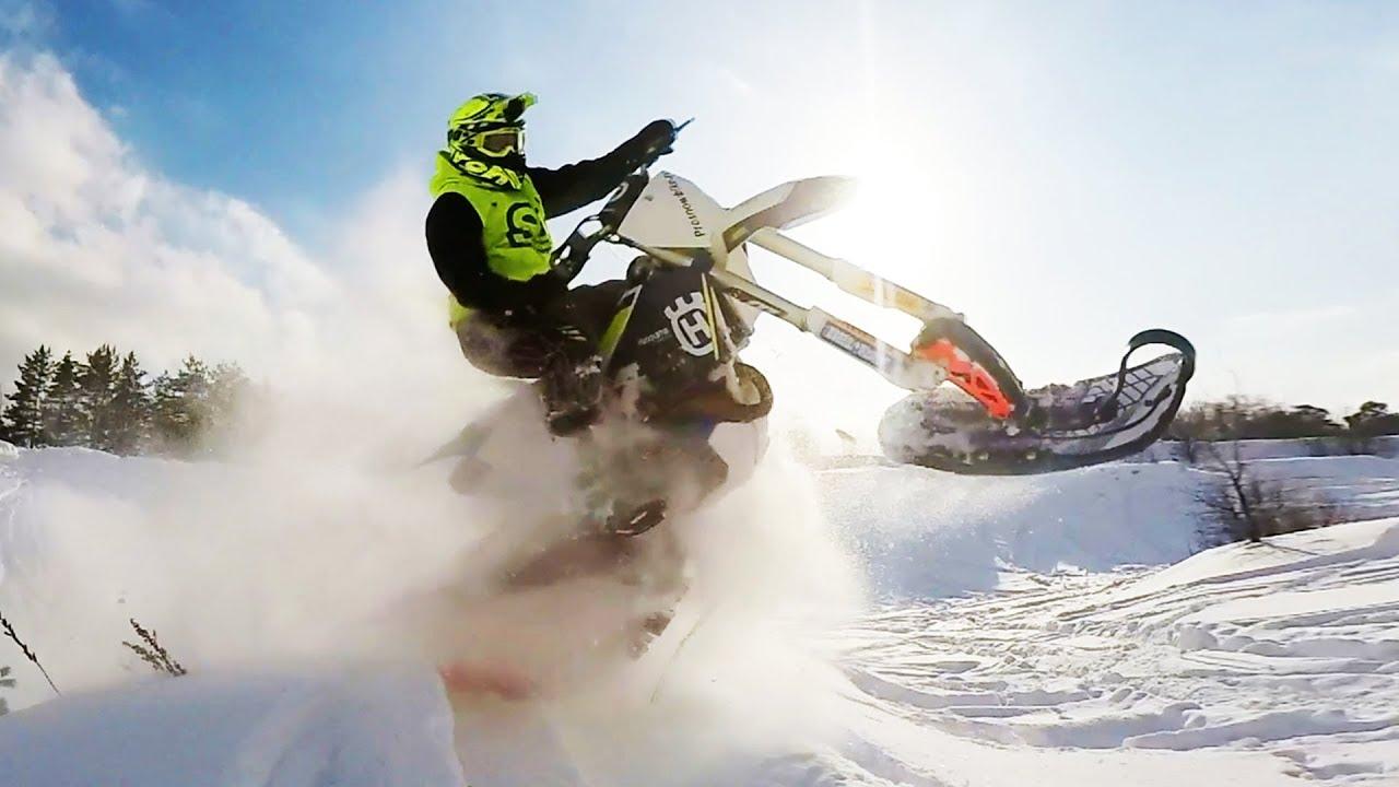 Гусеничный мотоцикл разрывает пространство! Гоняем на сноубайках!